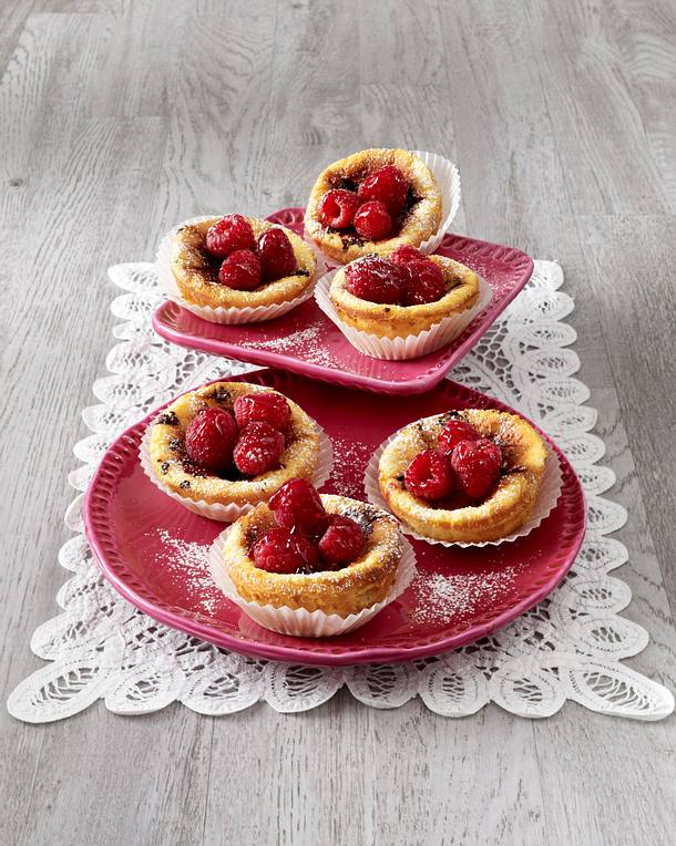 Käsekuchen-Muffins Mit Schokostückchen Und Himbeeren Rezept | Lecker