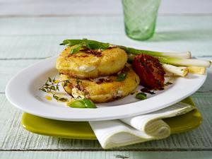 Kartoffel- Ziegenkäse-Taler mit Schmortomaten Rezept