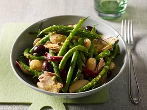 Mediterraner Bohnensalat mit Thunfisch und Kapern Rezept