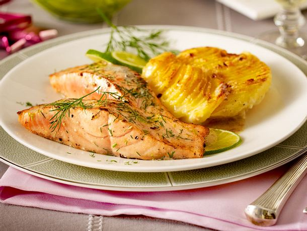 dill lachs mit kartoffel meerrettich gratin rezept lecker. Black Bedroom Furniture Sets. Home Design Ideas