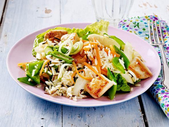 Frühlings-Reissalat mit Hähnchen und fruchtigem Dressing Rezept