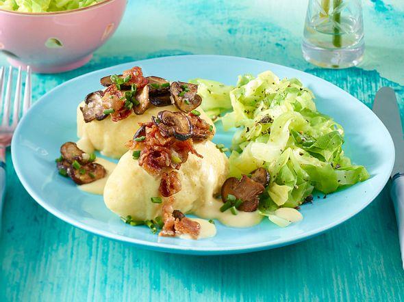Kartoffel-Nockerl mit Senfsoße und Speck zu Spitzkohlgemüse Rezept