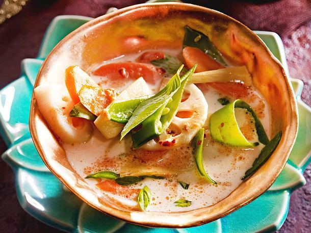 Rotes Thai-Curry mit Bambus, Möhre und Zuckerschoten Rezept