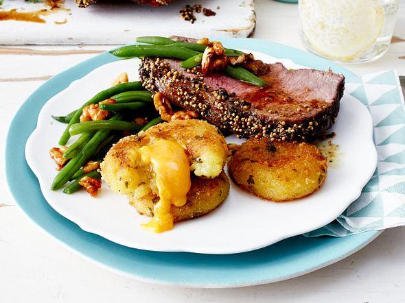 Thymian-Senf-Roastbeef mit Kartoffeltalern Rezept