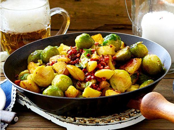 Zünftiges Rosenkohl-Kartoffel-Gröstl Rezept