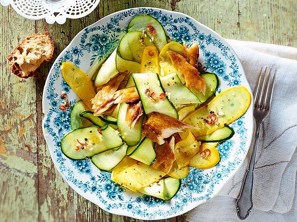 Zucchini-Carpaccio mit Räuchermakrele Rezept-F5816101