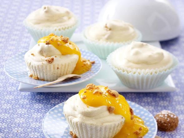 Amaretto-Eistörtchen mit Mango Rezept