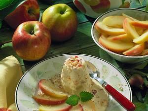 Ananas-Apfel-Parfait mit gedünsteten Apfelspalten Rezept