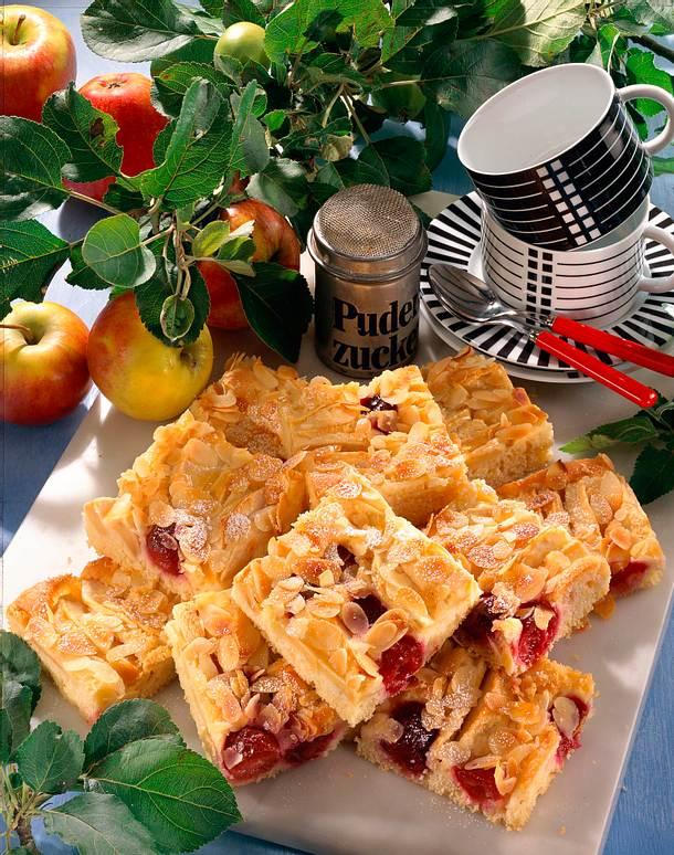 Apfel-Kirsch-Blechkuchen (mit Schattenmorellen) Rezept