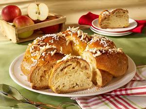 Apfel-Marzipan-Kranz Rezept