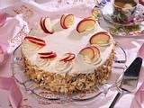 Apfel-Sahne Torte mit Schokoladenbiskuit Rezept
