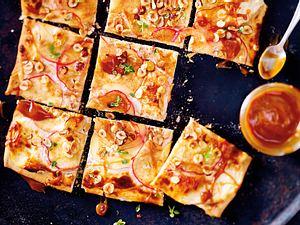 Apfelflammkuchen mit Karamell und Nüssen Rezept
