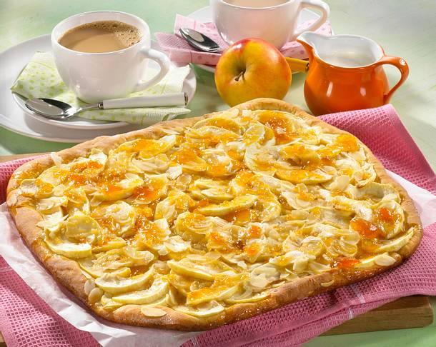 Apfelkuchen mit Mandelblättchen vom Blech Rezept