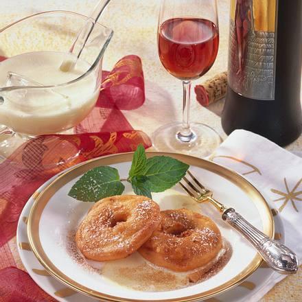 Apfelküchlein auf Vanillesoße Rezept