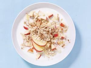 Apfelmüsli mit Haferflocken und Kefir Rezept