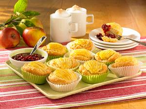 Apfelmuffins mit Preiselbeer-Kompott Rezept