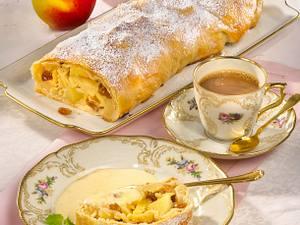 Apfelstrudel mit Vanillesoße Rezept