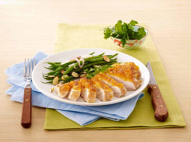 Apricot Chicken and Green Beans with Almond Slivers Rezept