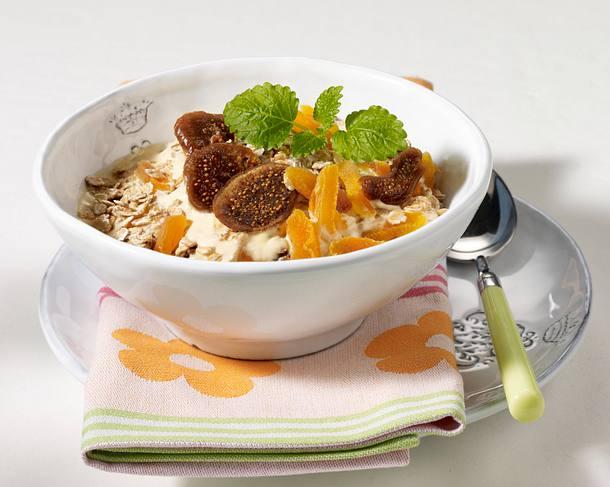 Aprikosen-Feigen-Müsli mit Sanddorn-Dickmilch Rezept