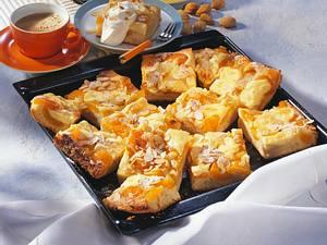 Aprikosen-Mandel-Butterkuchen Rezept