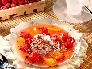Aprikosengrütze mit Himbeeren und Kakao-Quark Rezept