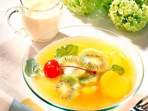 Aprikosengrütze mit Kiwi und Vanille-Grieß-Soße Rezept