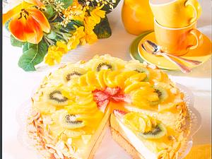 Aranca-Sekt-Torte mit Früchten Rezept