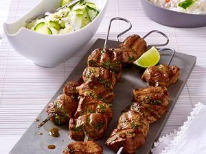 Asia-Fleischspieße mit Gurkensalat Rezept