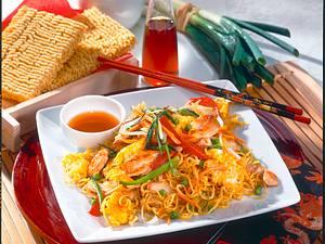 Asia Nudeln mit Gemüse und Hähnchenfilet Rezept