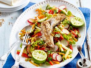 Asia-Salat mit Makrele und roter Paprika Rezept