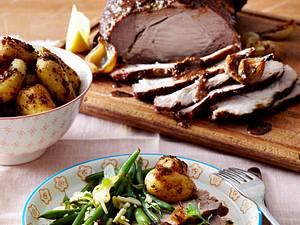 Asiatisch glasierter Schweinenacken mit Senf-Kartoffeln und grünen Bohnen Rezept