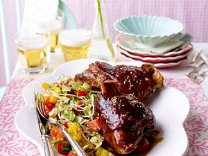 Asiatische Schweinshaxen zu Wokgemüse Rezept