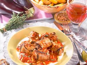 Auberginenröllchen in Tomatensoße Rezept
