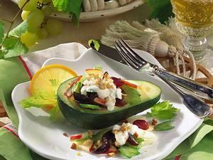 Avocado mit Trauben-Sellerie-Salat Rezept