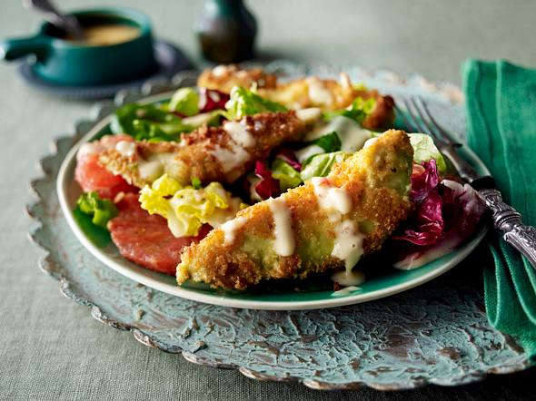 Avocadoschnitzel auf Salat Rezept