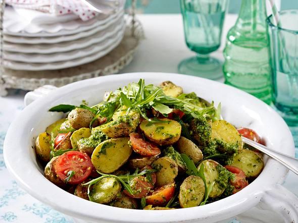 Backkartoffelsalat mit Rucolapesto Rezept