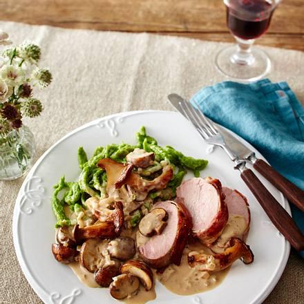 Bacon-Schweinefilet mit Pilz-Rahm und Spätzle Rezept
