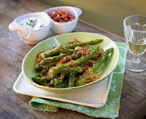 Baked asparagus in parmesan butter Rezept