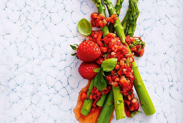 Schnelle Spargelsosse: Balsamico-Erdbeeren Rezept