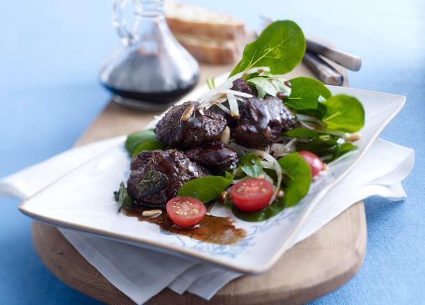 Balsamico-Geflügelleber auf Salat Rezept