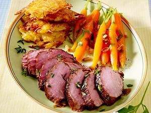Balsamico-Thymian-Schweinefilet mit Kartoffel-Parmesan-Plätzchen und Estragon-Möhrchen Rezept