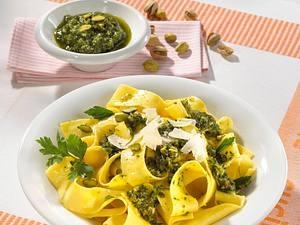 Bandnudeln mit Pistazien-Petersilien-Pesto Rezept