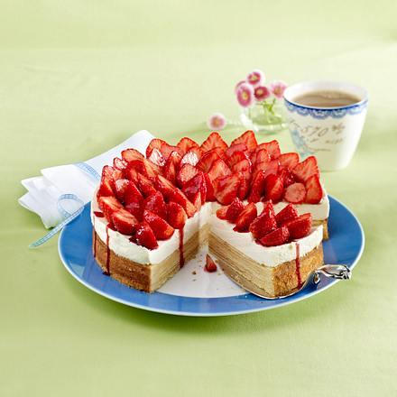 baumkuchen torte mit erdbeeren rezept lecker. Black Bedroom Furniture Sets. Home Design Ideas