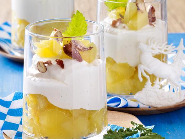 Bayerisch Creme mit Apfelkompott Rezept