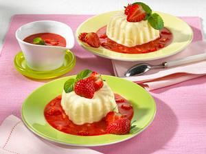 Bayerische Creme mit Erdbeersoße Rezept