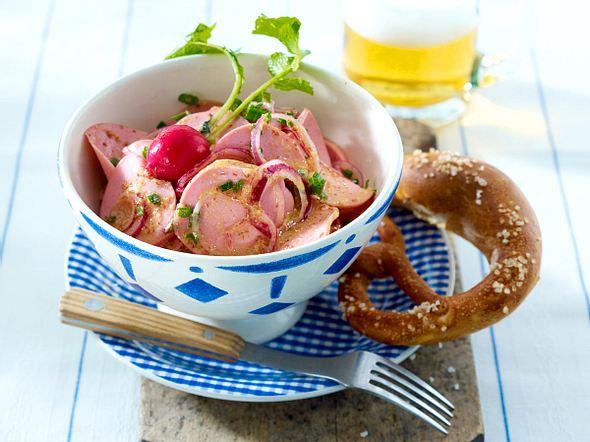 Bayerischer Wurstsalat mit Brezel Rezept