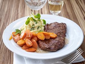Beefsteak mit Möhren & Püree Rezept