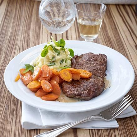 Beefsteak zu Kartoffel-Feldsalat-Püree und glasierten Möhren Rezept