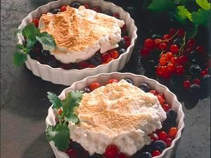 Beerencocktail mit Eischneehaube Rezept