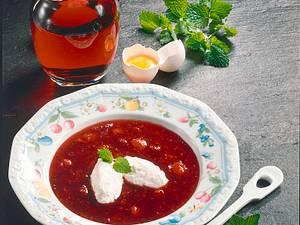 Beerenkaltschale mit Quarkklößchen Rezept